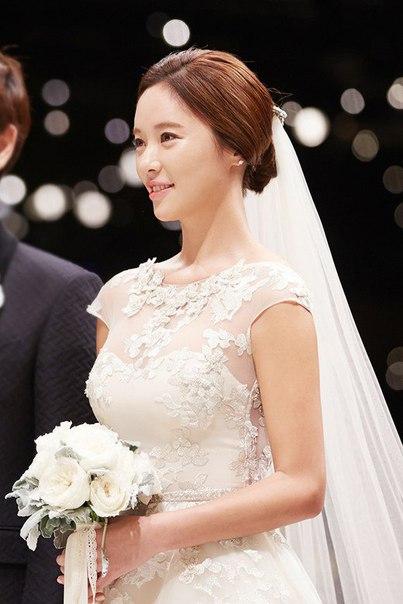 """""""Красива даже в день собственной свадьбы"""", Свадебные фотографии Хван Чжон Ым и Ли Ён Дона"""