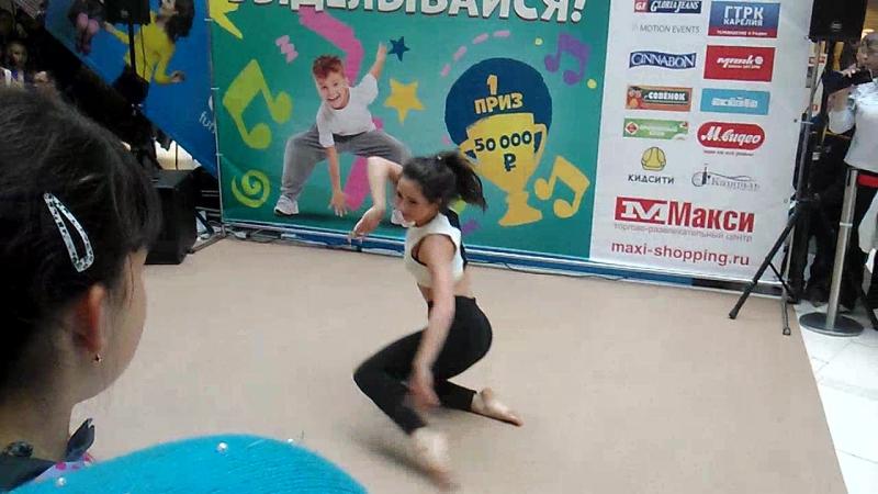 Танец Тани Рыжовой в Петрозаводске.Макси