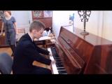 Сирота Алексей Романов, родившийся без кистей рук и одной стопы покорил всех своей виртуозной игрой на пианино ...