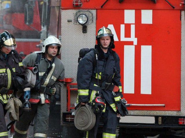 Под Таганрогом горел двухэтажный частный жилой дом.