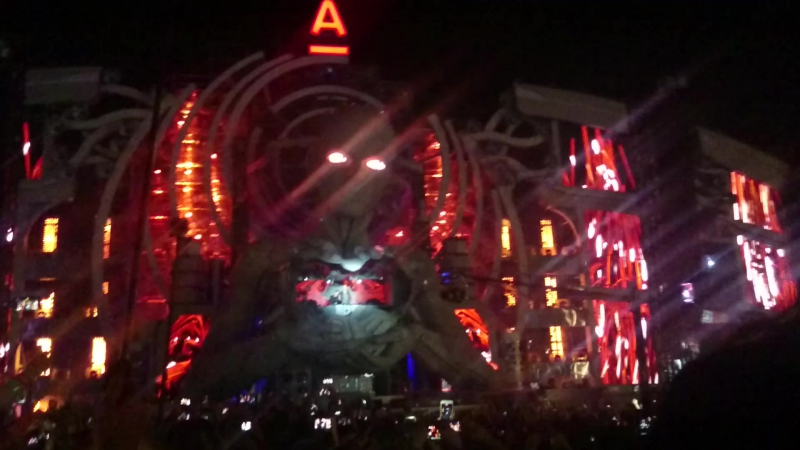 AFP 2016 - Armin van Buuren - Выход Dominator If It Ain't Dutch (Mash-Up)