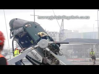 Вертолёт зацепил лопостями трос