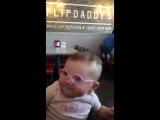 Чистый позитив. Девочка с плохим зрением увидела родителей в очках - YouTube [360p]