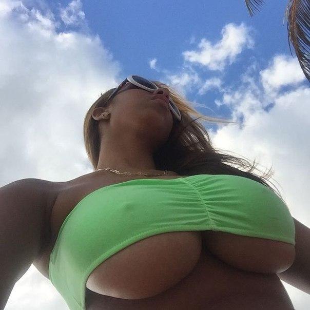 Худые с большой грудью