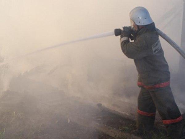 В Таганроге при пожаре в частном доме на улице Харьковской спасли три человека