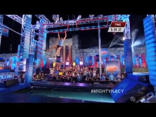 Девушка совершила чудо на шоу Ninja Warrior
