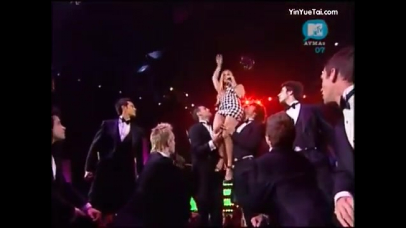 Fergie - Glamorous (Live at MTV Australia Video Music Awards 2007)