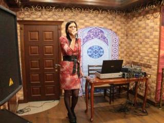 Карина Курбанова в ресторане Шафран. Песня Unbreak my heart ( Toni Braxton )