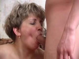 порно инцест трахают маму вдвоем