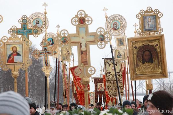 Многотысячный крестный ход прошел в Архангельске «От Собора к Собору»