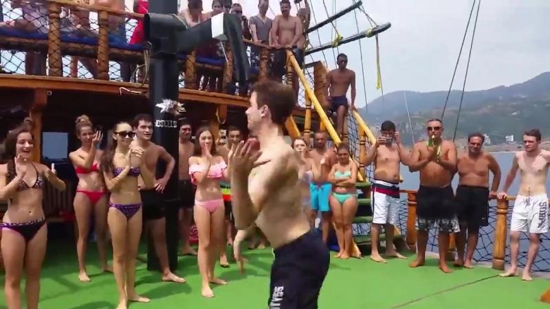 ქართველმა მოცეკვავეებმა თურქეთის გემი დაიპყრეს _georgian dancers in turky