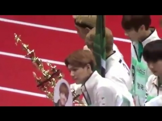 Tzuyu gives RapMon their trophy