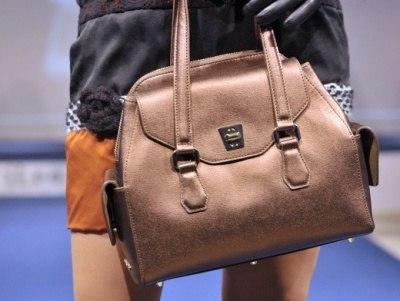 В кафе г. Алдан женщина украла сумку