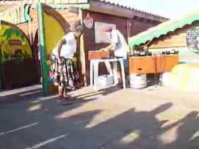 GRANNY CHAMPION BUBBLER - DJ AKADEMY SOUND SYSTEM