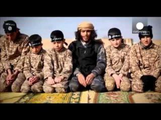 ИГИЛ вербует детей и учит их как пользоваться оружием