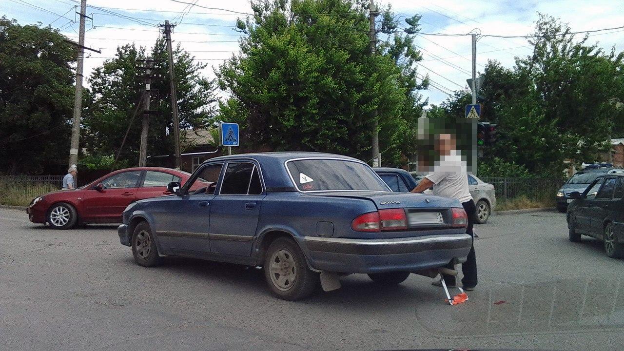 В Таганроге дорогу не поделили водители «Волги» и «семерки»