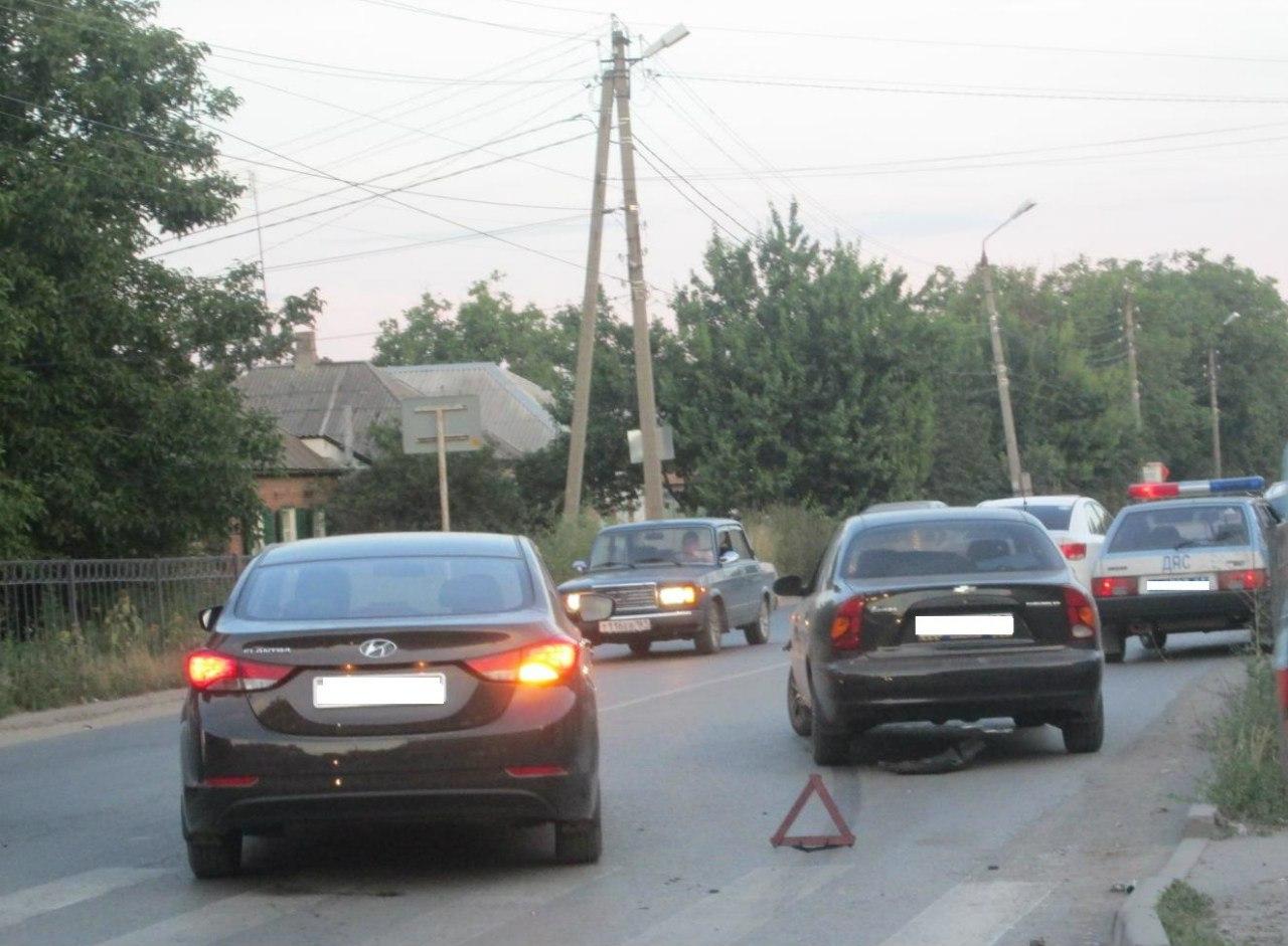 В Таганроге столкнулись Chevrolet Lanos и Fiat Punto, трое пострадавших
