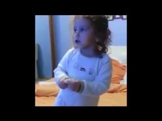 приколы про детей ржала до слёз смотри до конца если наберётся 1000 лайкав добавлю новое видео