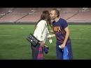 VIDEO Alex Morgan y Andrés Iniesta comparten camisetas