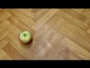 Убойное видео как быстро почистить яблоко.