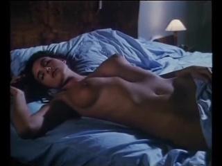 Сексуальная Моника Беллуччи - Первая роль в кино (Взрослая любовь)(Жизнь с детьми)