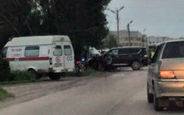 В Таганроге столкнулись Nissan Patrol и мотоцикл, двое пострадавших