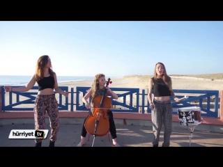 три девушки поют джаз