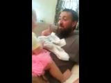 Реакция девочки на сбритую бороду отца