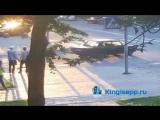 ВАЗ сбивает байкера в Кингисеппе веб-камера засняла момент удара. ШОКИРУЮЩИЕ КАДРЫ. KINGISEPP.RU