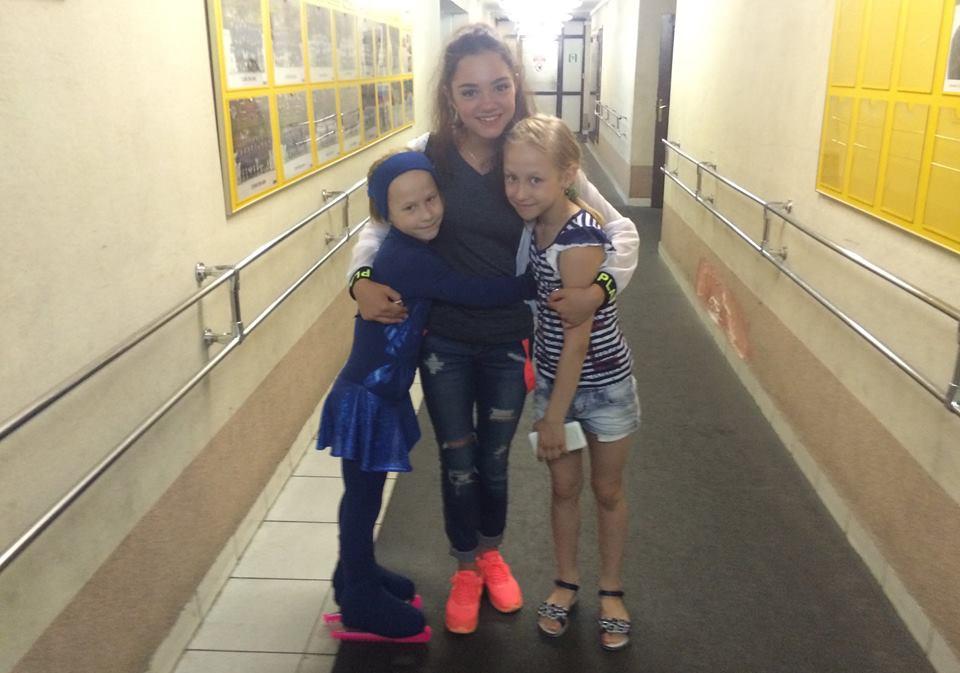 Девушка заставляет парня лизат ноги и нюхать носочки на русском языке
