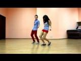 красиво танцуют)мальчик красивый)и девочка))))