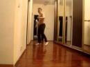 Пацан классно танцует ОФИГЕТЬ!!