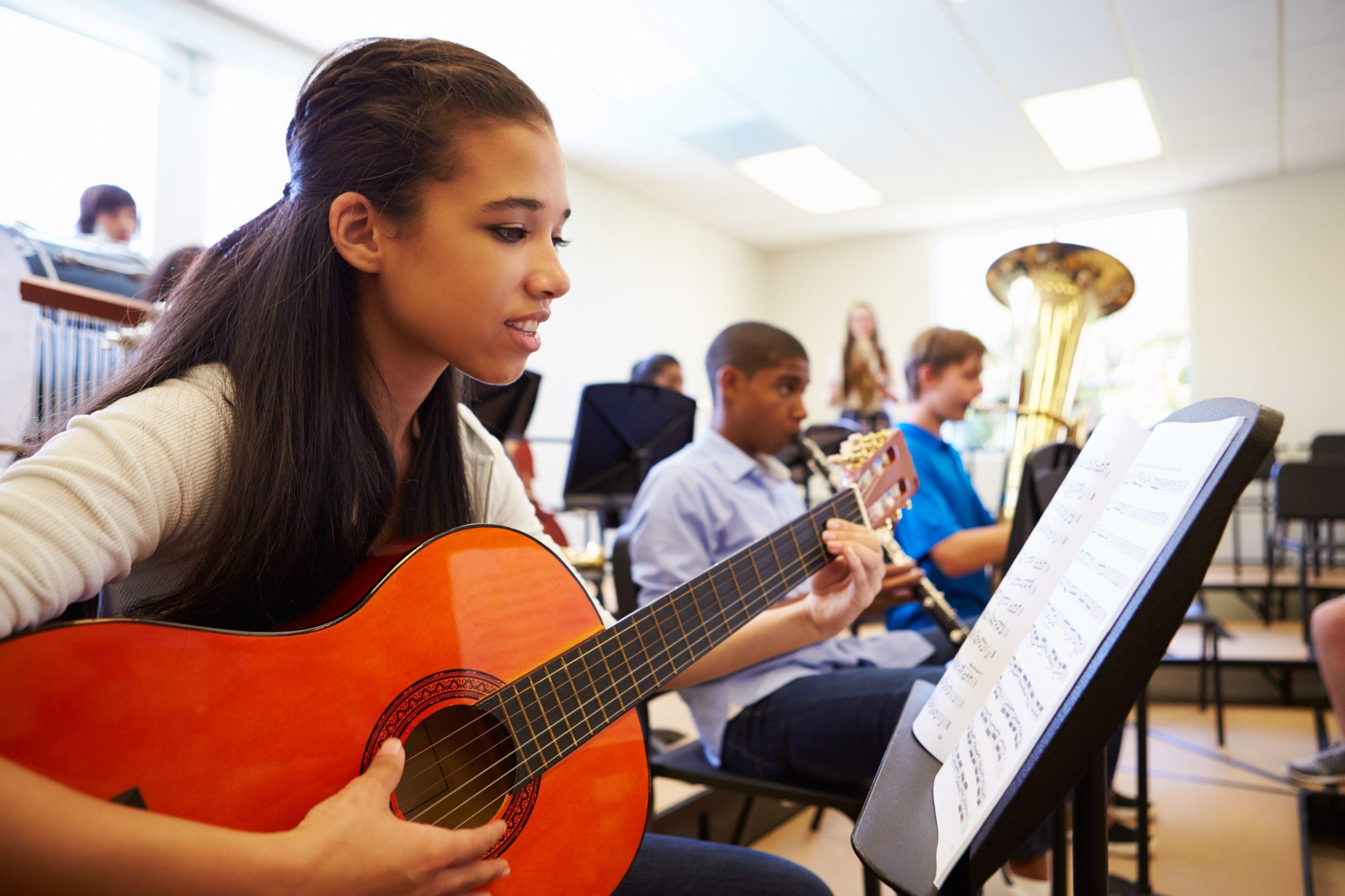 Музыкантами не становятся, музыкантами рождаются?: говорим о музыкальном (само)образовании