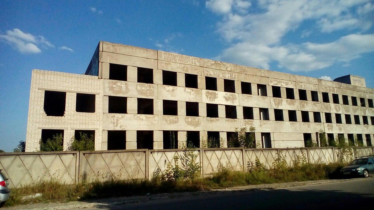 Цех цветного литья - объект незавершенного строительства и 4-х этажный административно-бытовой корпус.