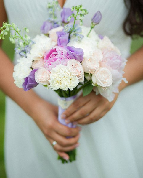 Букет №62 (свадебный). Состав: пионы, кустовые пионовидные розы Бомбастик, дельфиниум, эустомы, диантус.