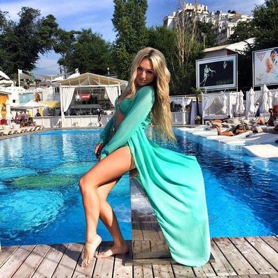 Анна Волос