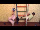 6-ти летняя девочка делает подъем-переворот