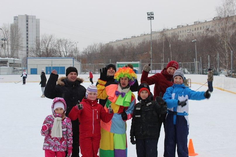 На катке района «Отрадное» прошли «Веселые старты»