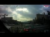 Ужасная авария на перекрестке с участием скутериста