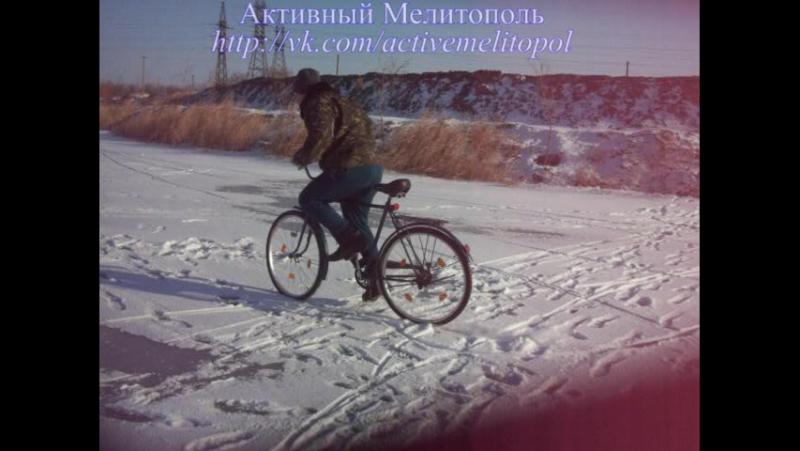 Поездка по льду озера Гарячка на велике Украина.