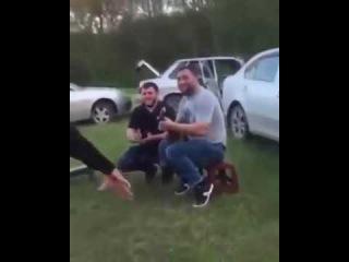 Асхаб бурсагов Танцует под гитару и ещё стрельба воздух