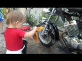Эротическая мойка мотоцикла