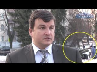 Четыре человека чуть не сломали ноги во время интервью чиновника
