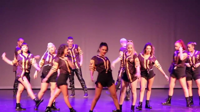 TWERKIT Busta Rhymes ft Nicki Minaj Royal Family - Skulls Crowns Show Spain