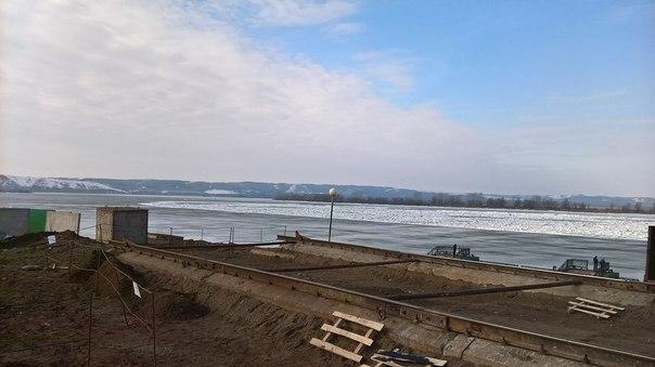В Нижнекамске на реке Кама начался ледоход