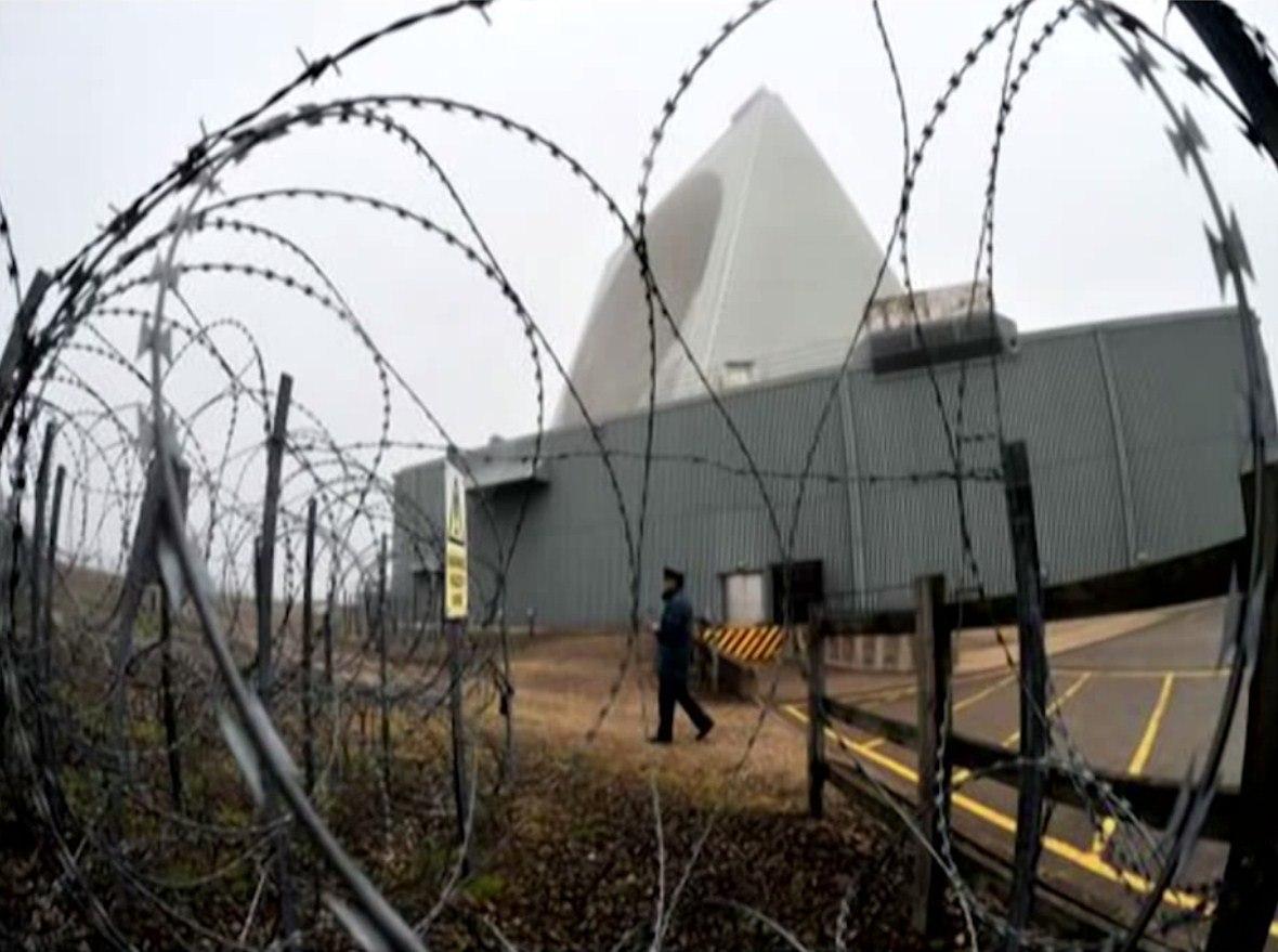 Саймон Паркс об американской военной базе, располагающейся в Великобритании DGWuG_RgPwI