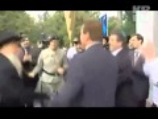 Арнольд Шварценеггер танцует Хава Нагилу с иудеями.
