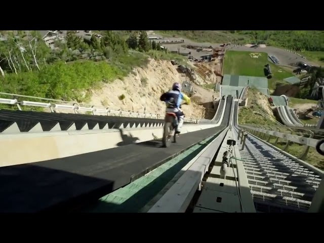 Jump ski jump on a motorcycle. Прыжок с трамплина на мотоцикле.