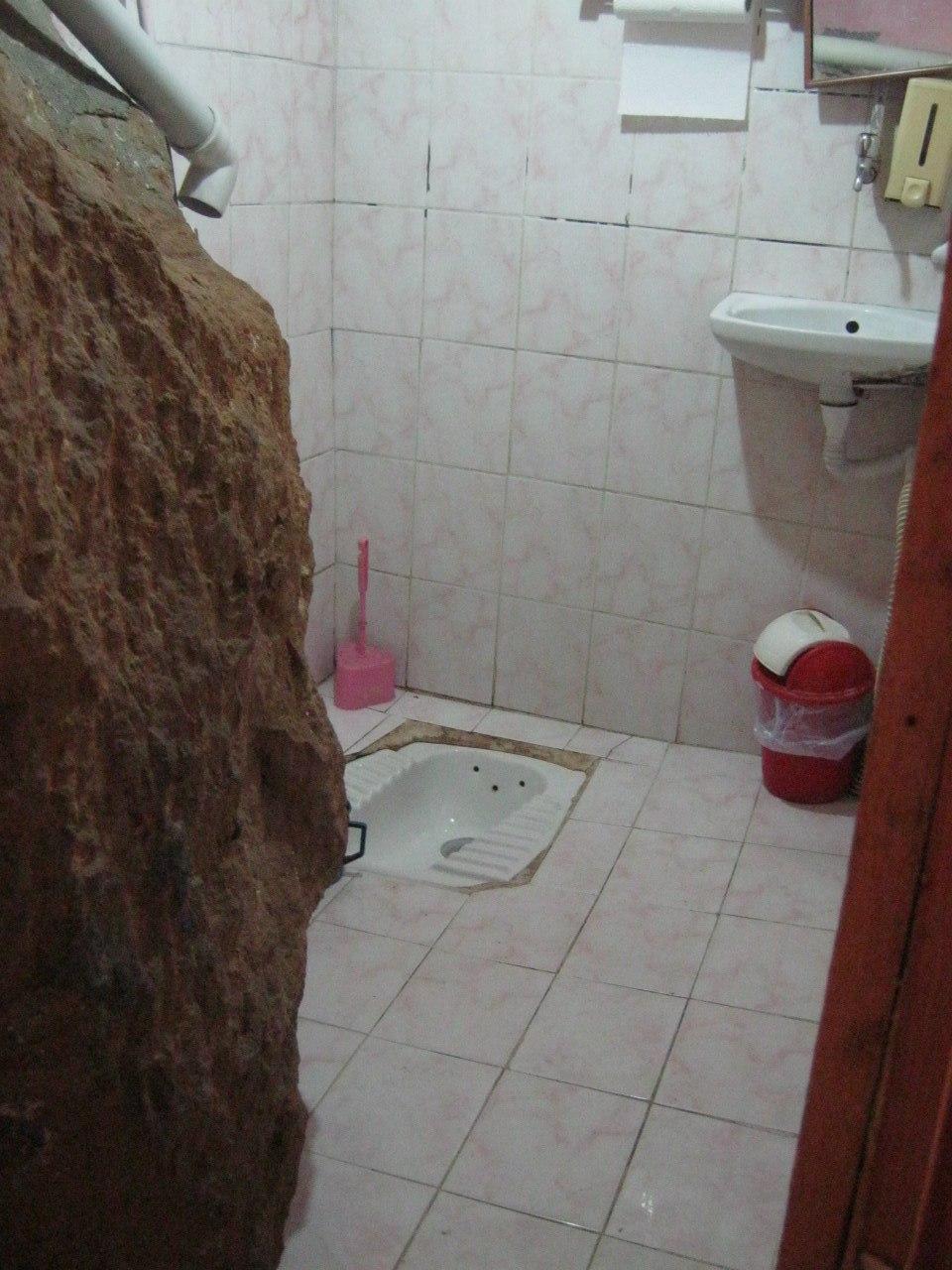 Туалет в скале