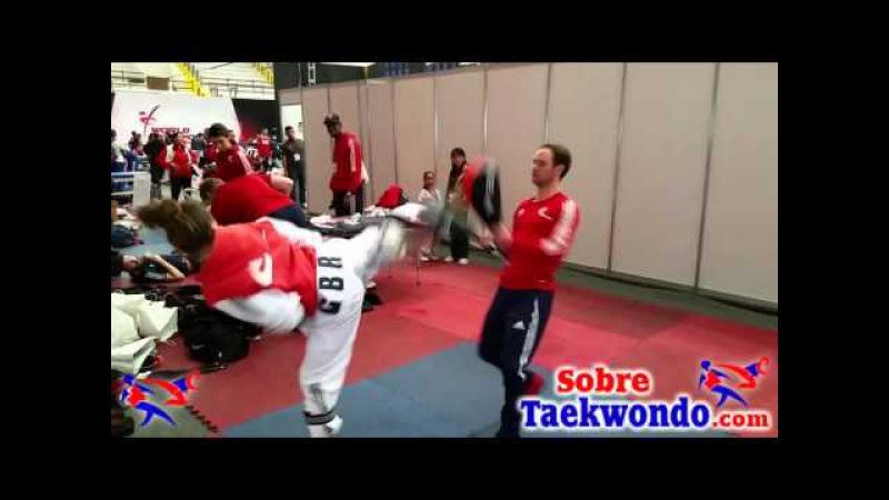 Campeona Olímpica de Taekwondo trabajando con Pal chaguis